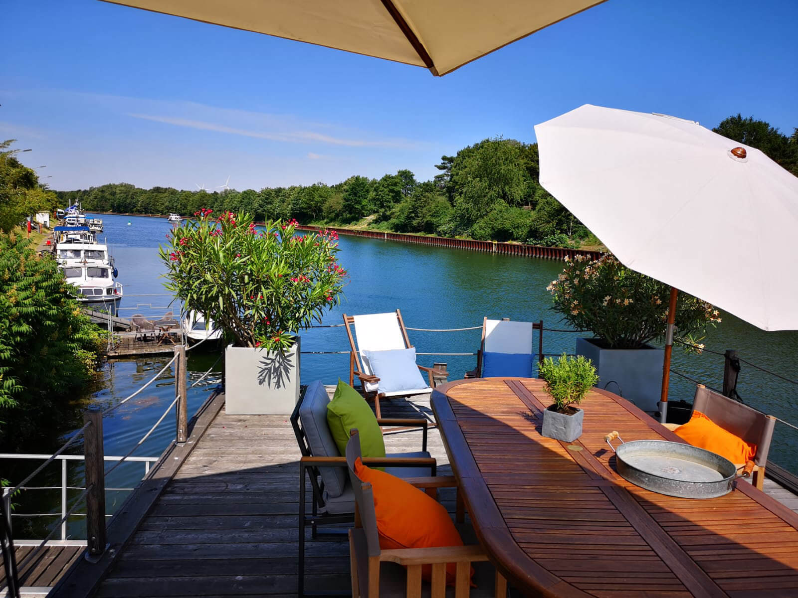 Blick vom Hausboot - Leben auf dem Wasser