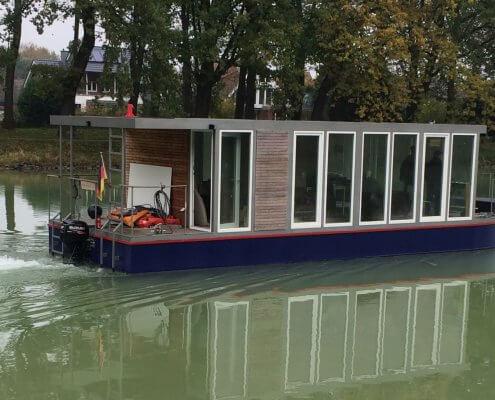 Hausboot-BN002 zu Wasser / DEK